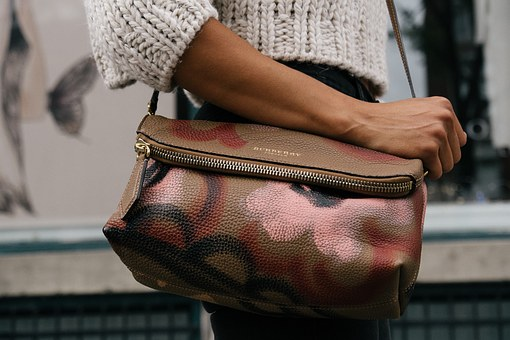 how to choose a handbag for everyday use