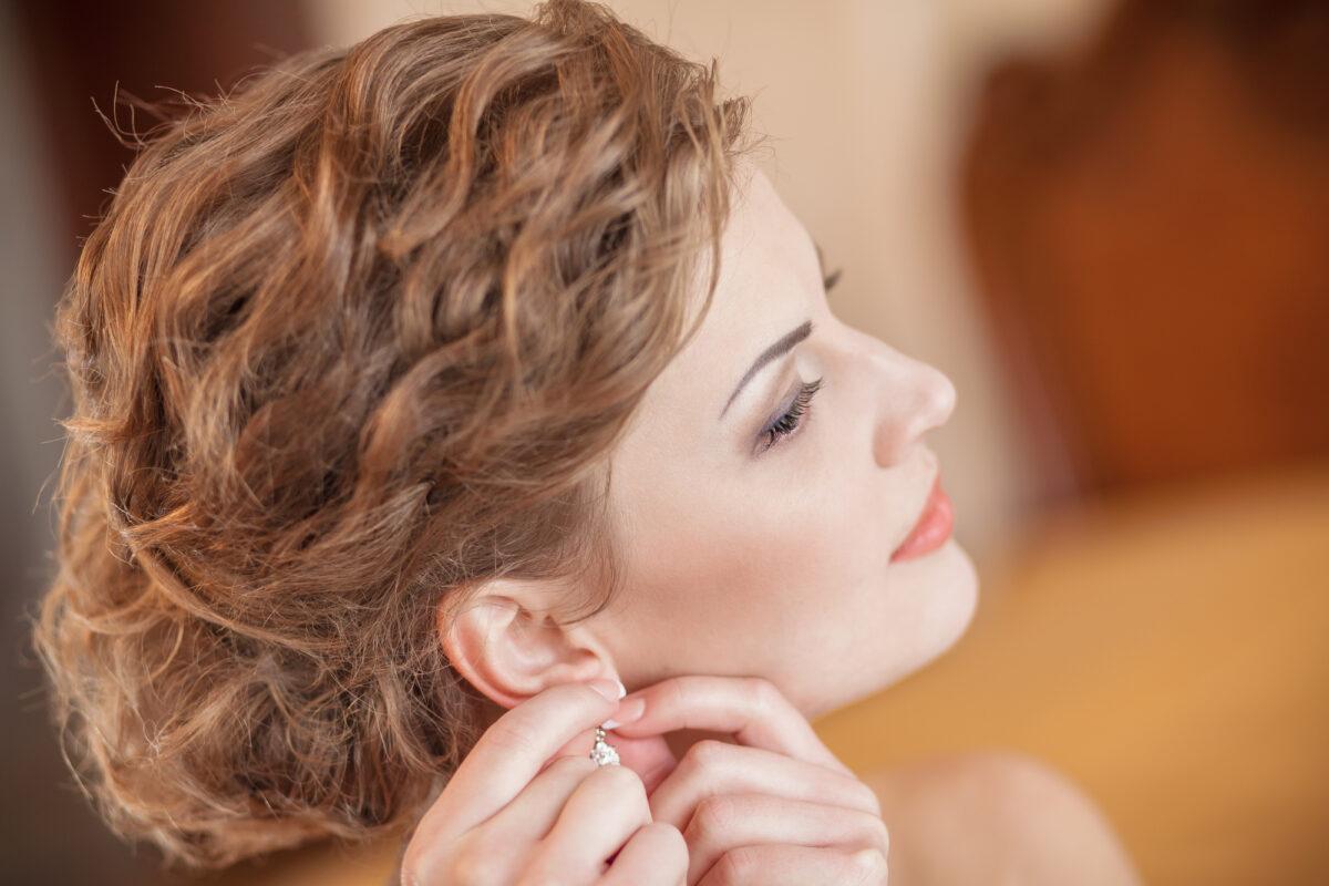 bride earrings hairstyle